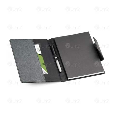 Russel Capa com Caderno